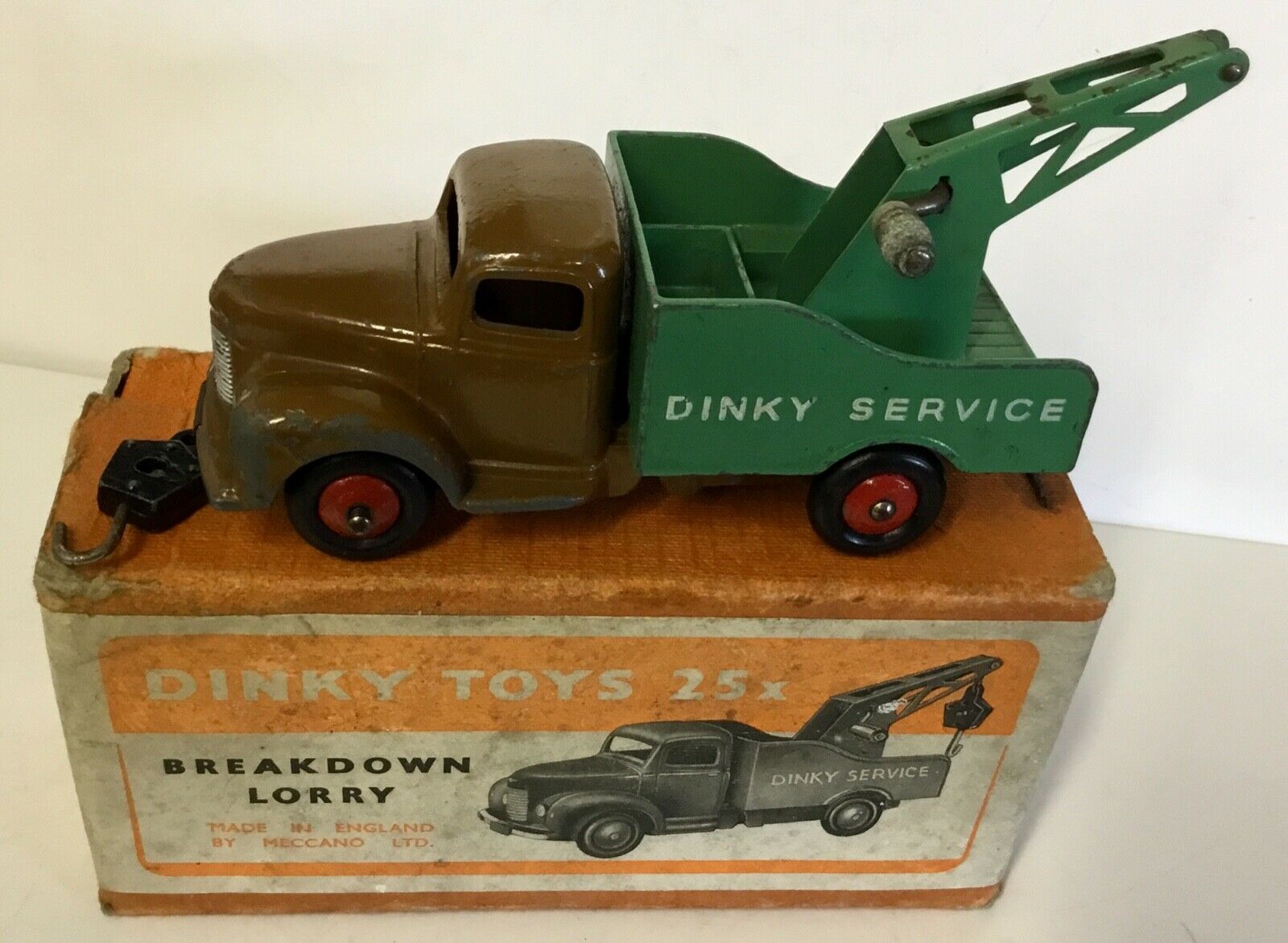 Dinky Toys.25x Commer Breakdown Lorry With mild wear in a  good very early box