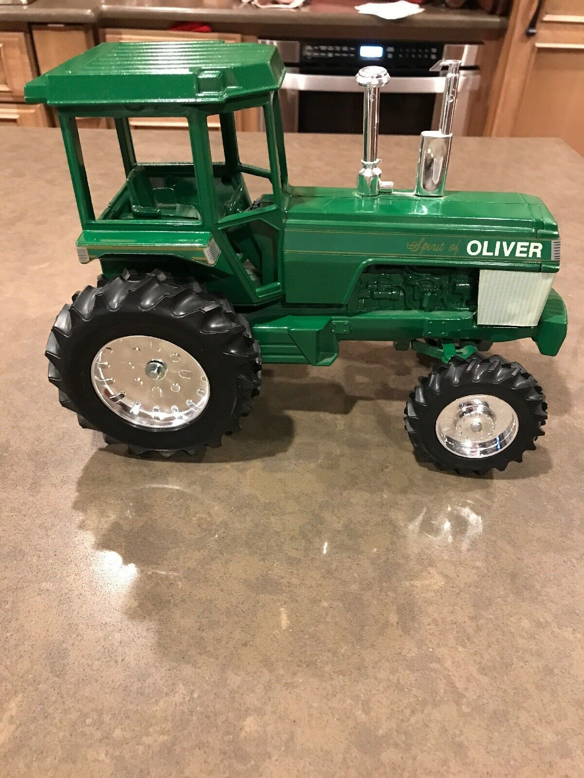 White Spirit Of Oliver 1 16 Tractor