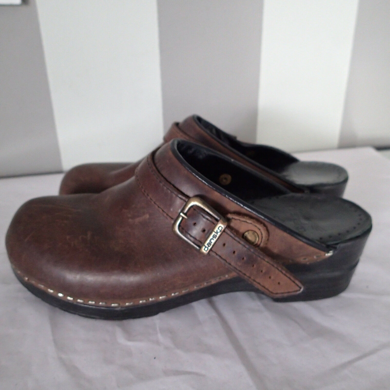 Dansko  shoes,brown Leather sz 40 clogs slides g