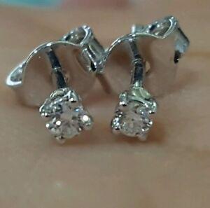 ORECCHINI-oro-bianco-18-kt-con-diamanti-naturali-0-50-ct-F-VS1-punto-luce