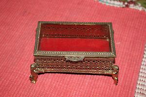 Vintage-Victorian-Ormolu-Gold-Metal-Trinket-Box-Angel-Cherub-Feet-Glass-Top