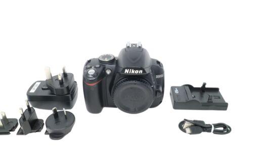 obturador 11686 COND. Cámara SLR Nikon D3000 D 10.2MP con 18-55mm Exc