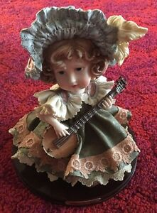 LARGE-VINTAGE-ITALIAN-STATUE-FIGURINE-MILANO-COLLECTION-034-Girl-Playing-Music-034