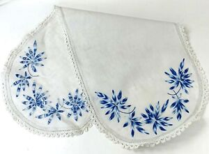 Vintage-Oval-Doily-Table-Cloth-Embroidered-Floral-White-Blue-Lace-Trim-Linen