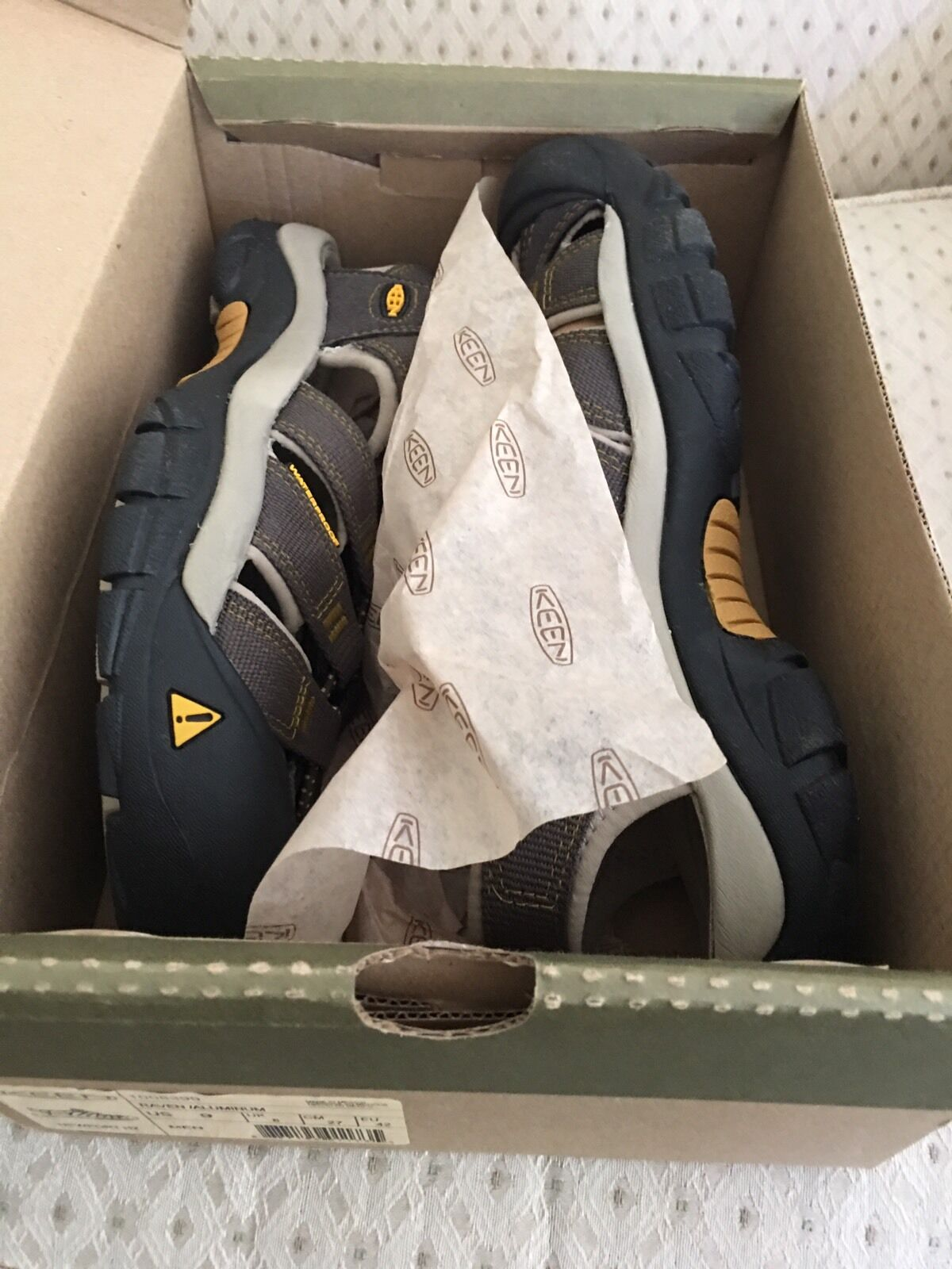 185.00 Authentic KEEN Uomo Sandals. US. Taglia 9 US. Sandals. New c6a817