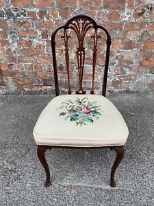 LOVELY-ANTIQUE-SHAPED-MAHOGANY-OCCASIONAL-SIDE-DINING-CHAIR-WITH-TAPESTRY-SEAT