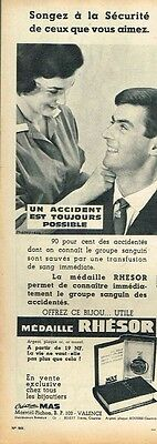 Publicité Advertising 1961 Bijou La Médaille Rhésor Selling Well All Over The World Kind-Hearted H Collectibles