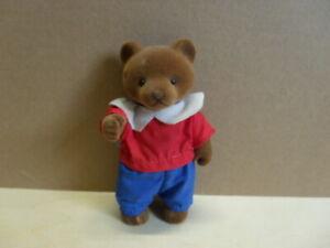 Simba-Baerenwald-Baer-Papa-Mann-blaue-Hose-rotes-T-Shirt-weisser-Kragen-11-5-cm