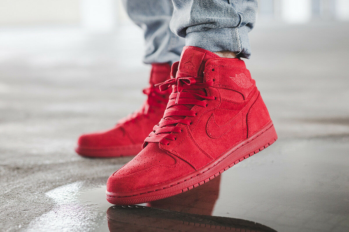 NIKE AIR JORDAN 1 RETRO HIGH Triple Red SUEDE Men's sz 9 Gym Shoes 332550 603