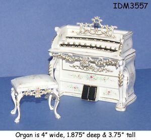 DOLLHOUSE MINIATURES Heirloom Collection Pet Bed 1:12 Scale