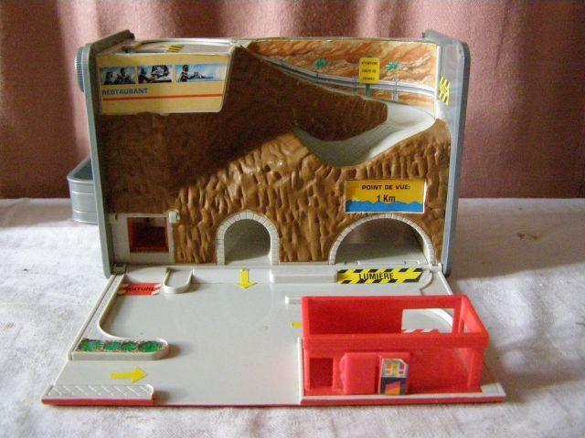 Ancien jouet Galoob   Bidon d'essence transformable en garage