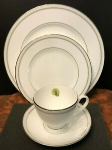 Waterford-China-Padova-4-pc-Set-Dinner-amp-Salad-Teacup-amp-Saucer-New-No-Box