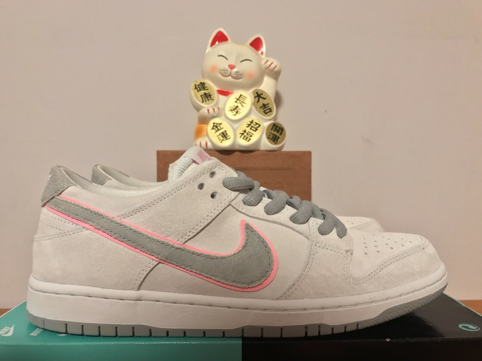 Nike SB Zoom Dunk Low Pro IW White Perfect Pink New Mens 9.5 [895969-160]