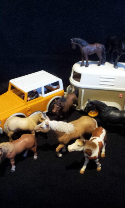 Schleich Auto mit Anhänger und Pferde 8