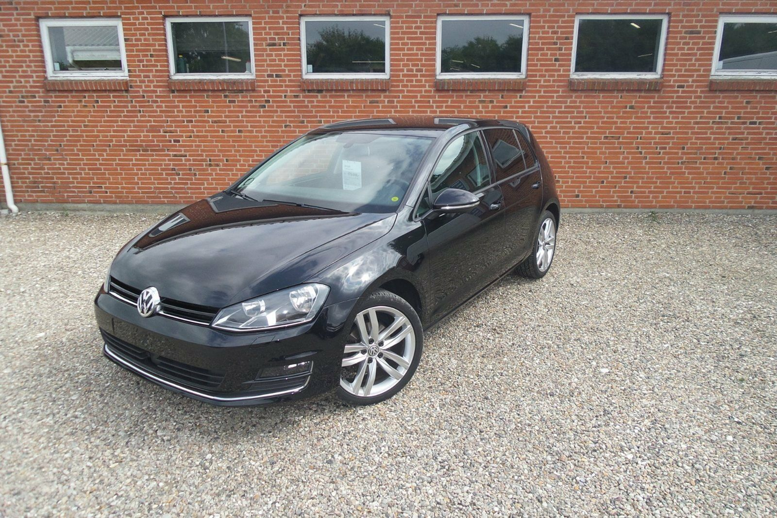 VW Golf VII 1,6 TDi 105 Highline BMT 5d - 145.900 kr.