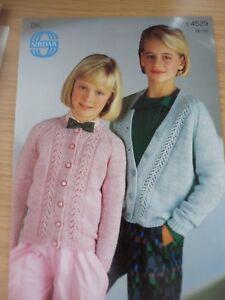 Sirdar Dk Knitting Pattern Round & Col V Motif Cardigans 26 - 30 In (environ 76.20 Cm)-afficher Le Titre D'origine Aussi Efficacement Qu'Une FéE