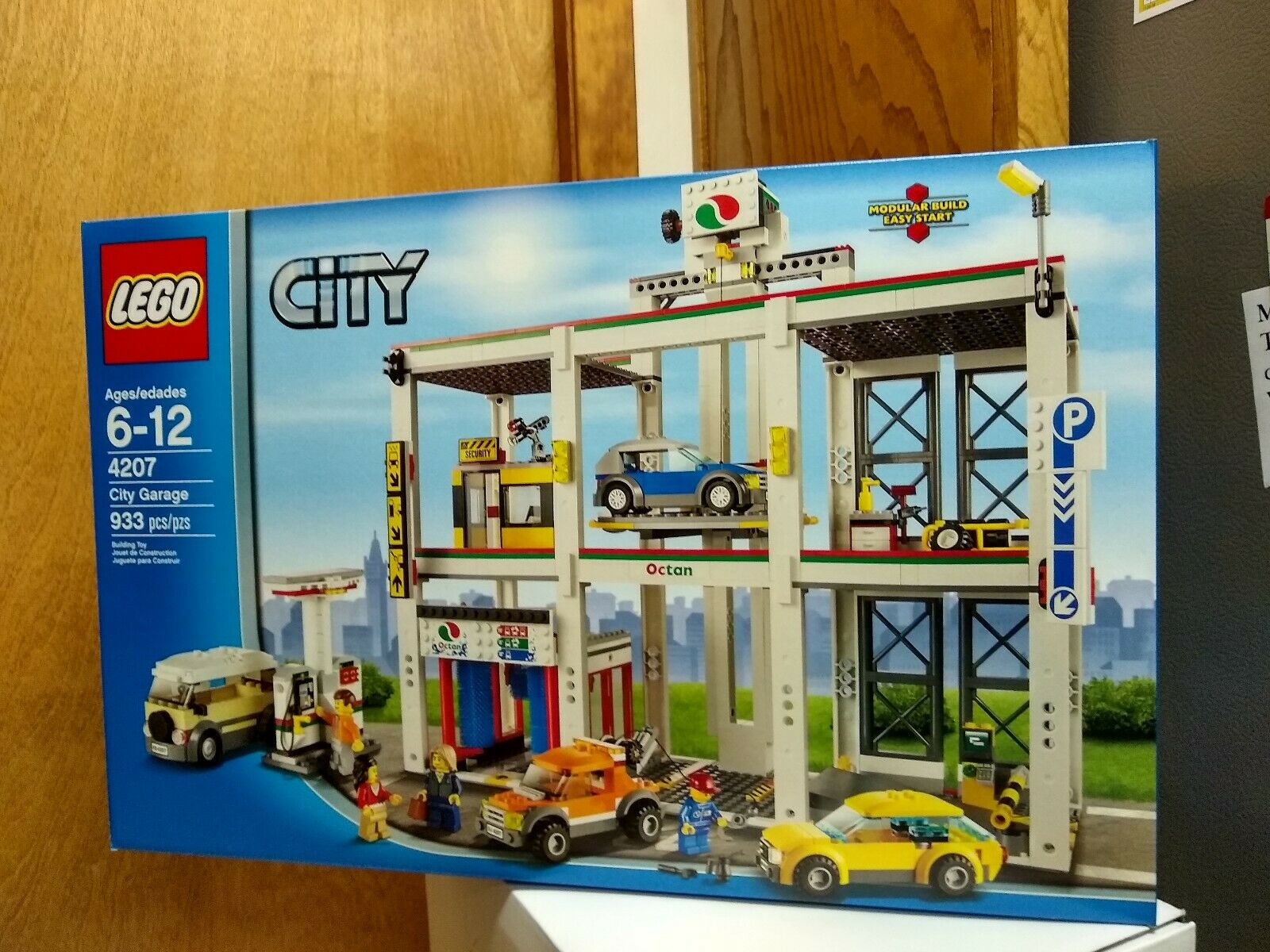 NEW LEGO 4207 CITY GARAGE BUILDING