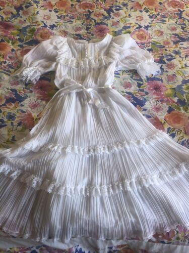 VINTAGE  White Lace Ruffle Hippie Boho Victorian Z