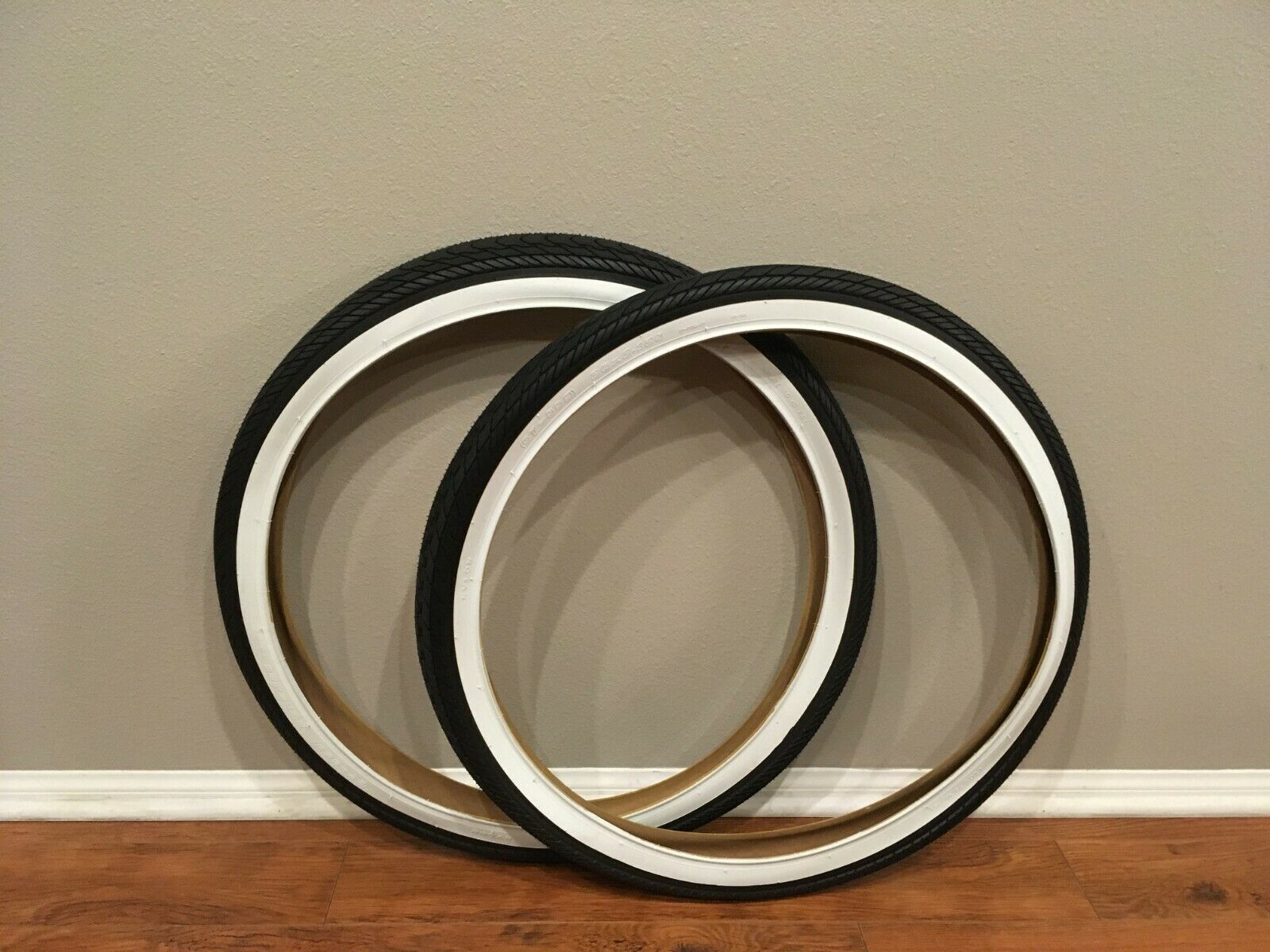 "Tire Combo 2-26x2.125 DURO Beach Cruiser Bicycle Slick Tires /& 2-26/"" Tubes"