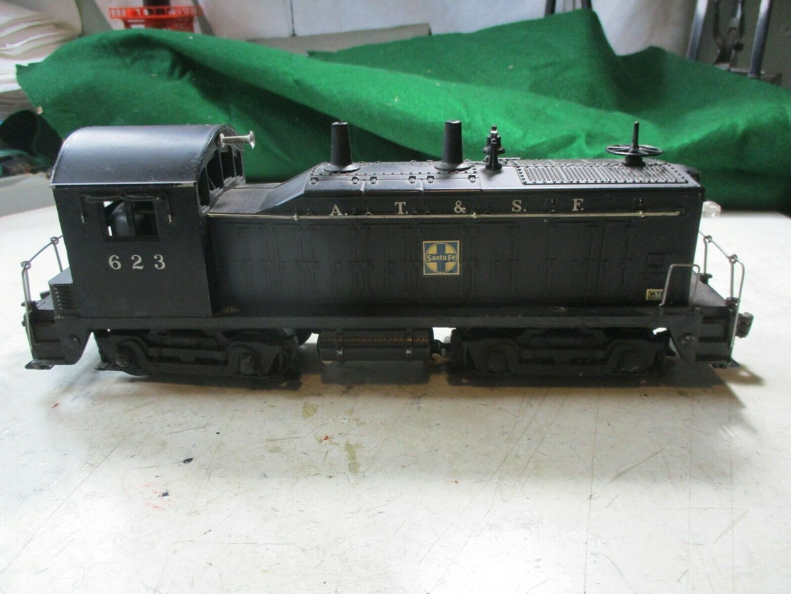 1952- 1954 LIONEL SANTA FE NW2  SWITCHER O SCALE. EXCELLENT CONDITION
