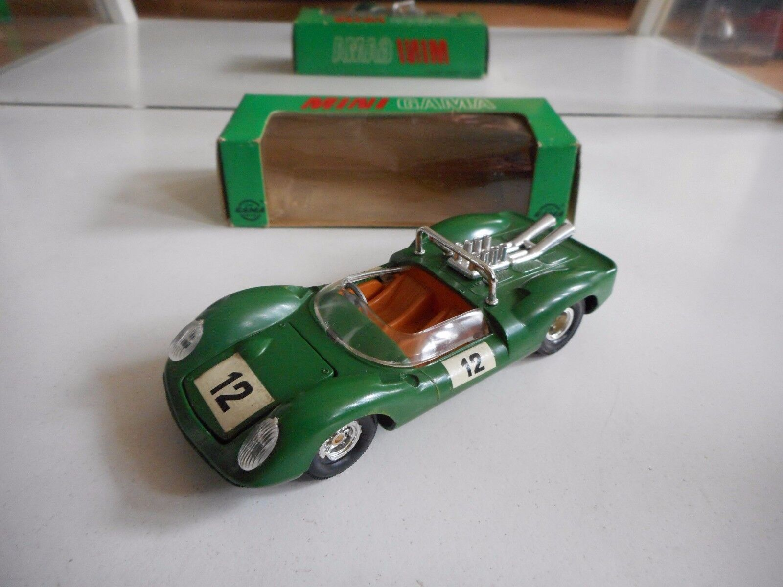 Gama Ford GT 40 in Green on 1 39,5 in Box