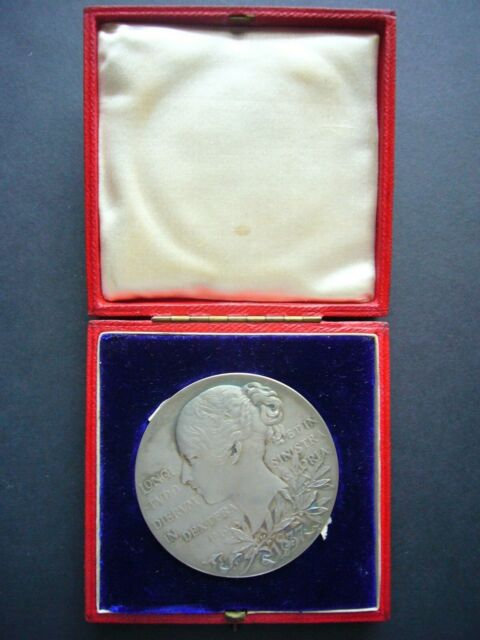 1837 - 1897 QUEEN VICTORIA OFFICIAL DIAMOND JUBILEE SILVER MEDAL BOXED B15