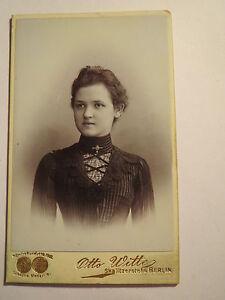 Berlin-Grete-Welk-um-1903-als-Frau-im-Kleid-Portrait-CDV