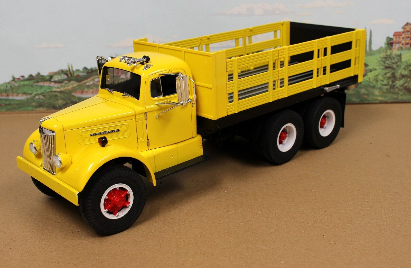 Fumby Street Motors 1957 Blanc WC-22 jeu camion 1 15 Comme neuf IN BOX LTD Edition jaune