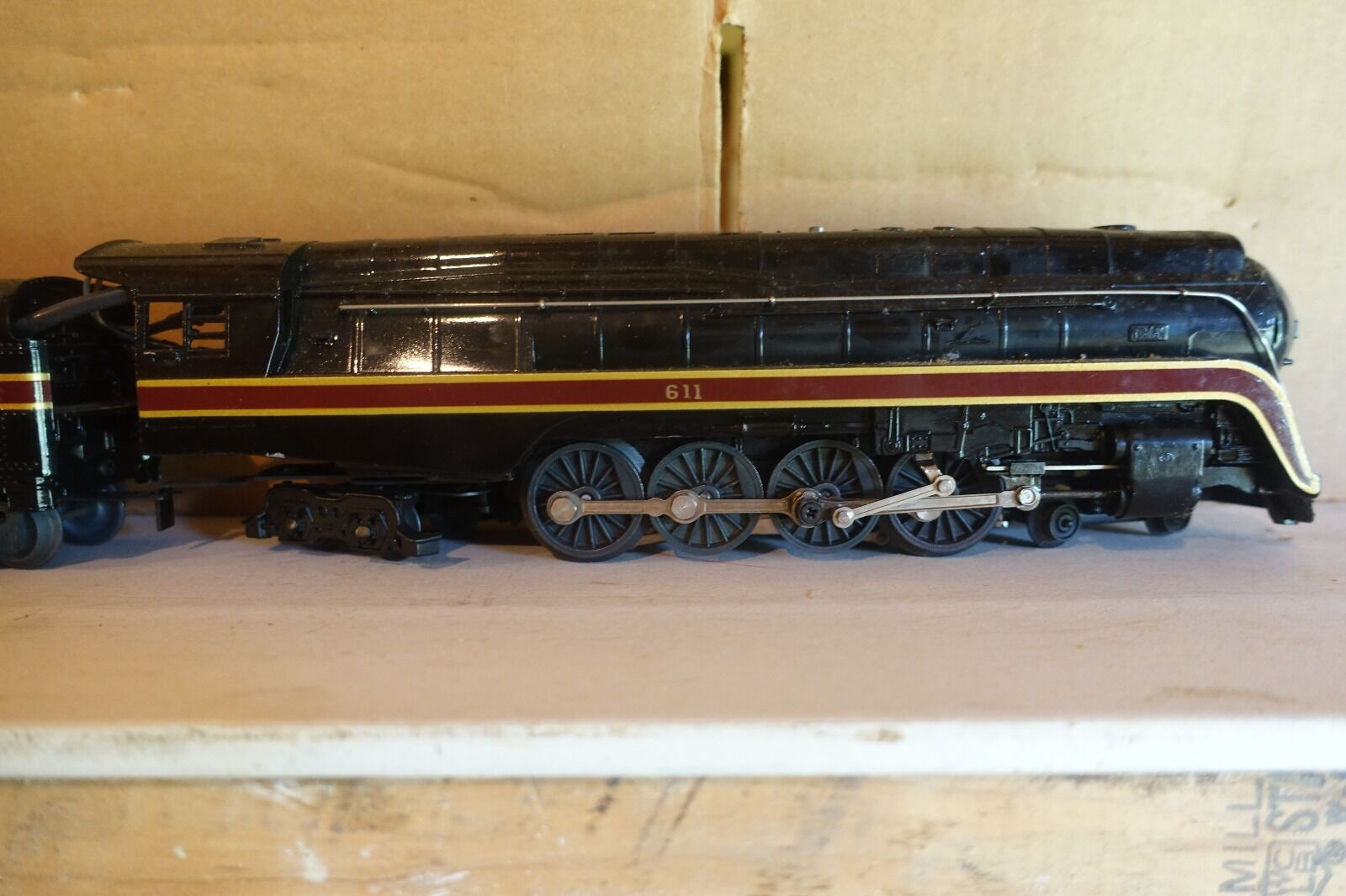 Lionel Norfolk and Western J 611 piece passenger set, display item, NB