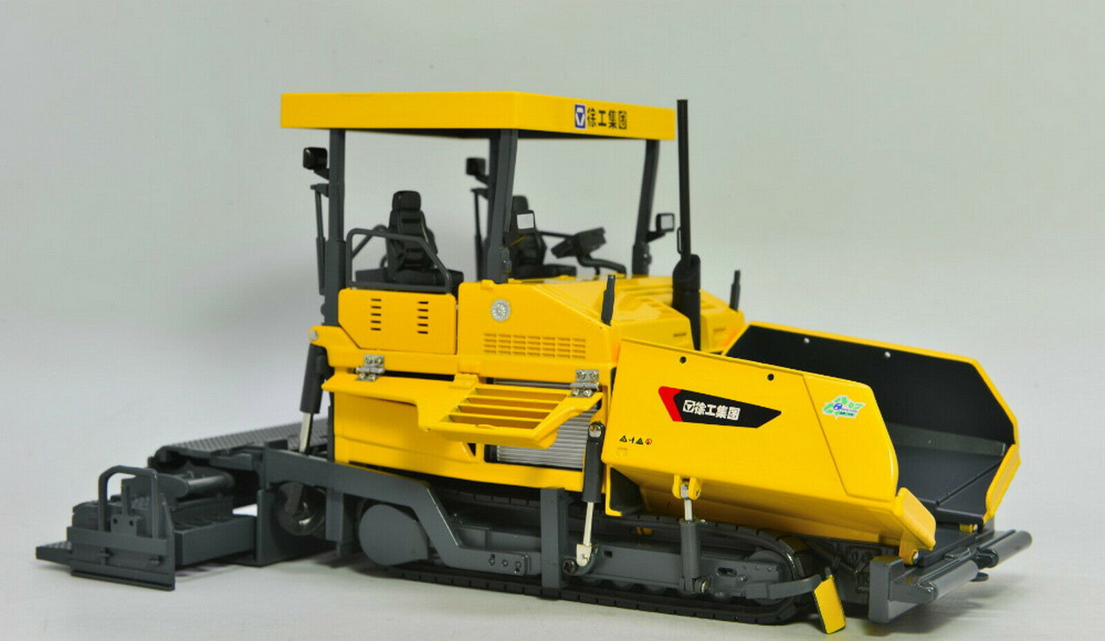 1 35 XCMG RP1256 Asphalt Paver Diecast model Collection Toy