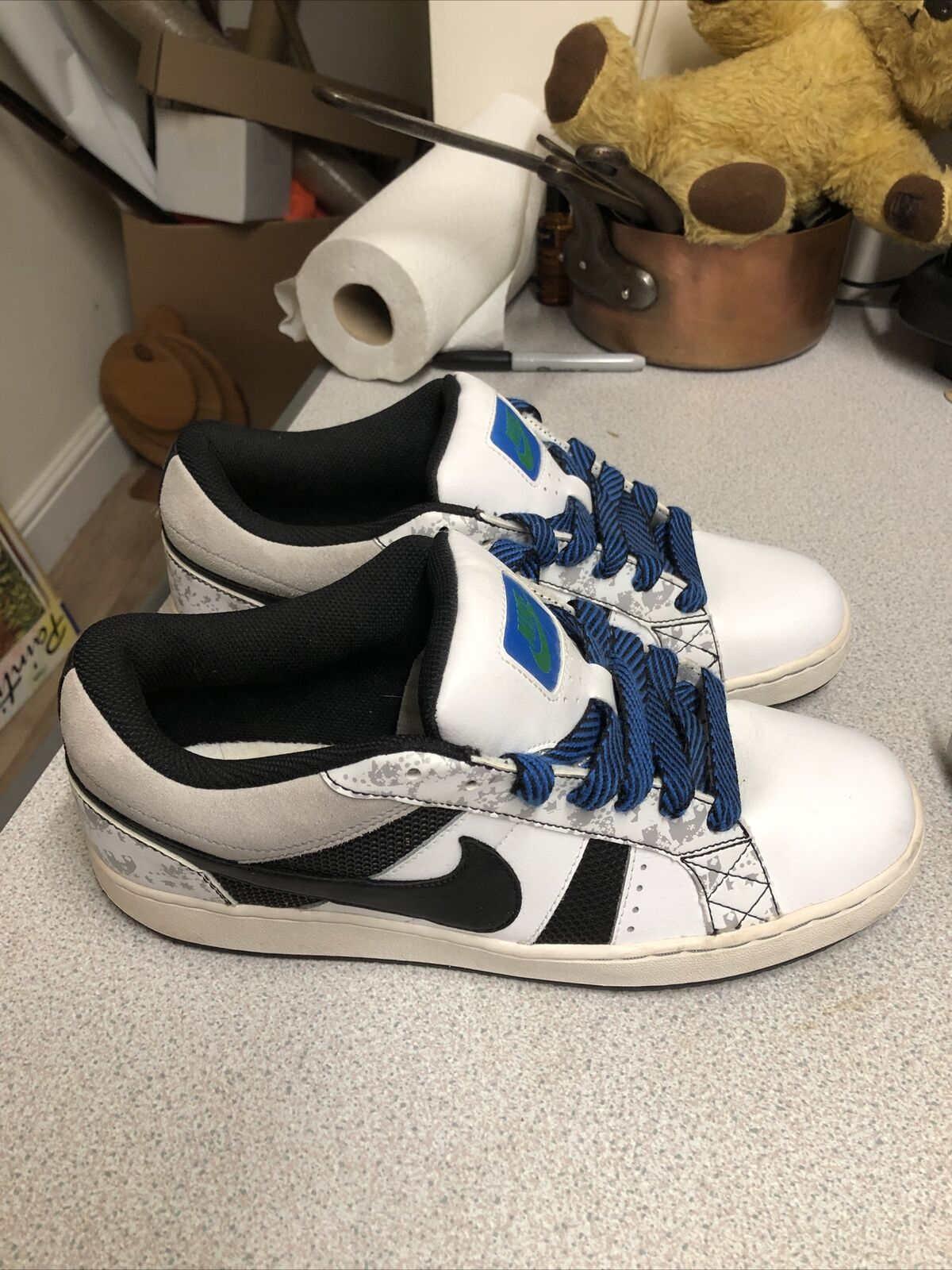 Men's Nike Isolate trainers Leather/Suede Size 9uk 2009
