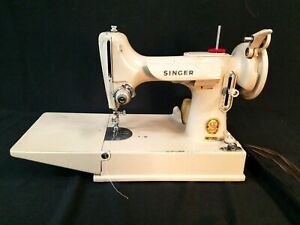 Singer-Featherweight-221K-Vintage-Sewing-Machine-w-Carrying-Case