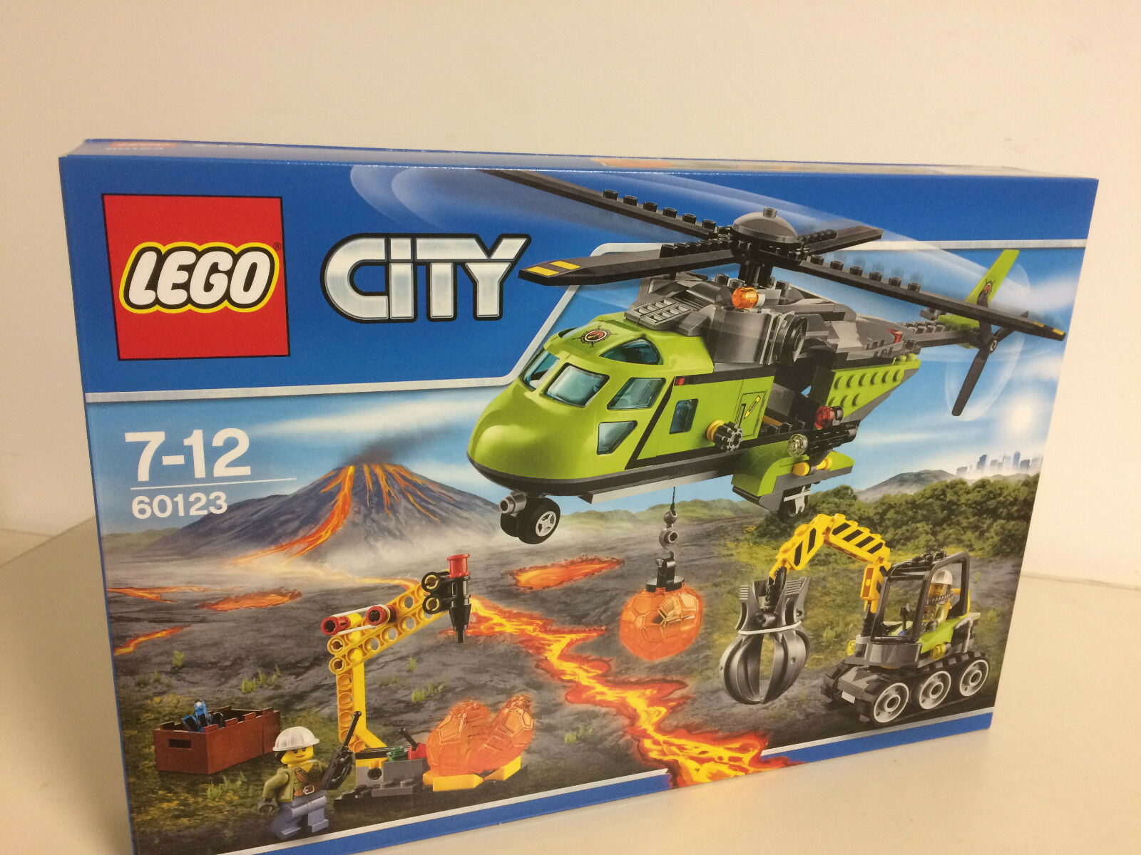 LEGO CITY 60123  VOLCANO SUPPLY HELICOPTER new Nuevo NIB with 3 minifigures