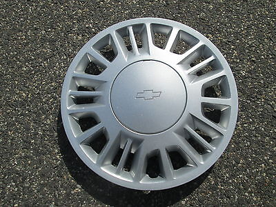 one 1997 1998 Chevy Malibu 15 inch bolt on hubcap wheel cover
