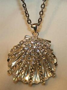 Lovely-Sparkling-Sculpted-Openwork-Silver-Seashell-Rhinestone-Pendant-Necklace