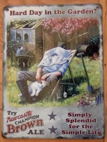 VINTAGE RETRO GOOD QUALITY METAL WALL SIGN HUMOUR  PLAQUE HARD DAY IN THE GARDEN