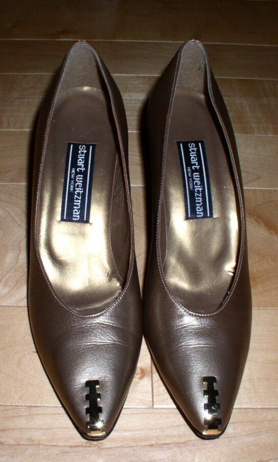 Stuart Weitzman Wm Goldish-Taupe Heels 8 A SHARP MUST C