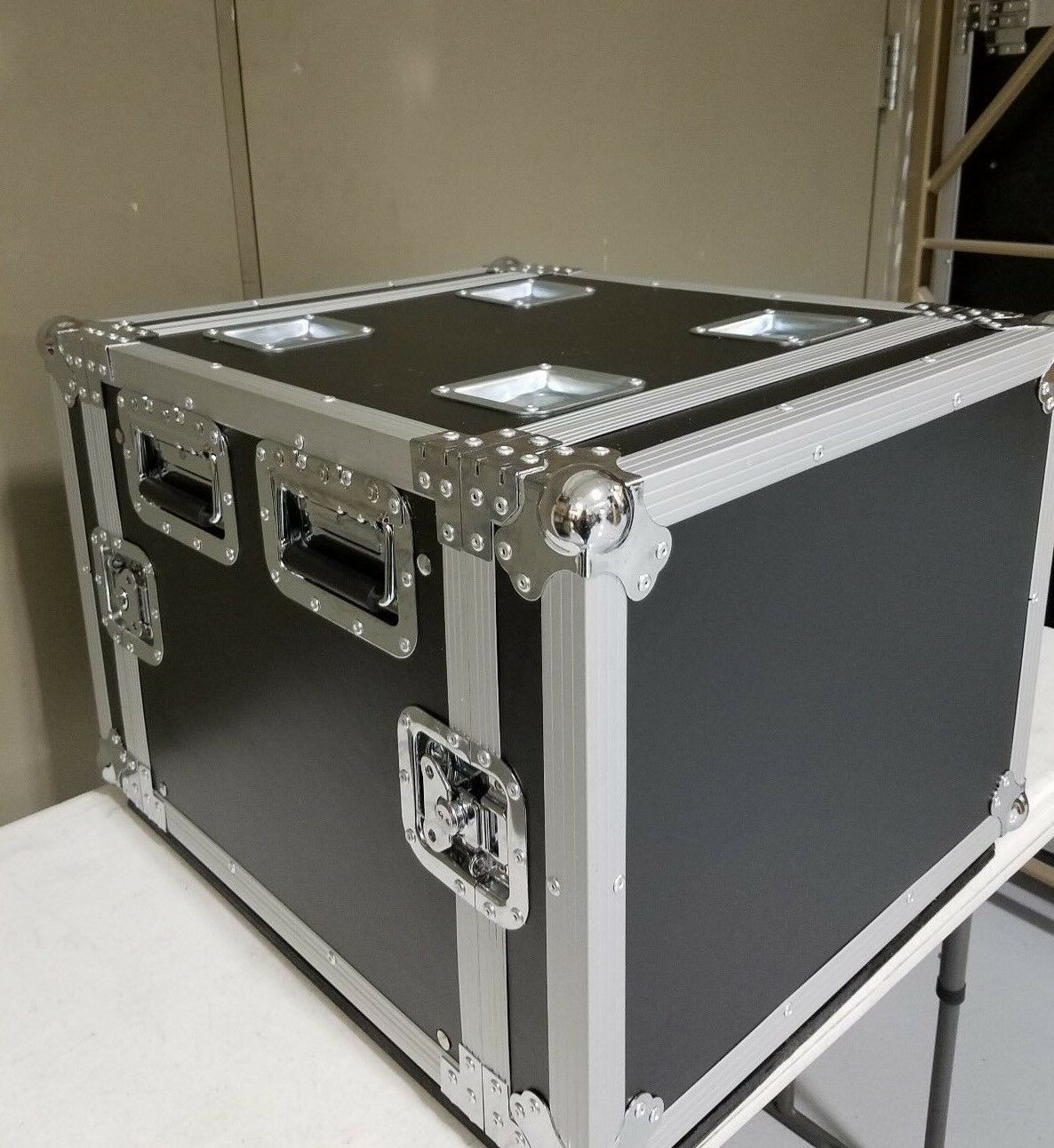 NEW 8U Roadcase with rails,Comes with 4  Casters, 18  Deep