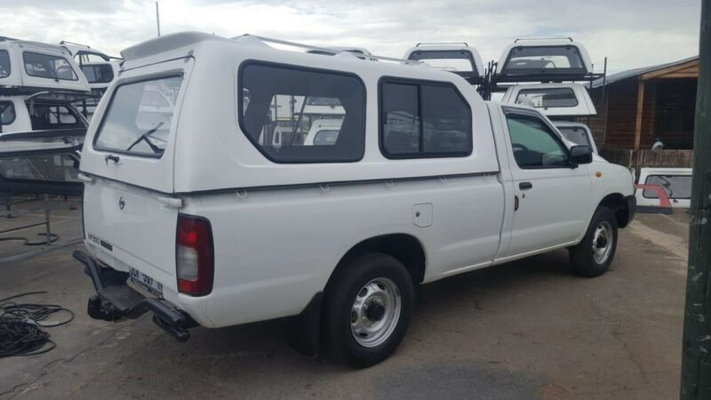 GC NISSAN NP300 HI-LINER WHITE SINGLE CAB LWB BAKKIE CANOPY WITH RACKS