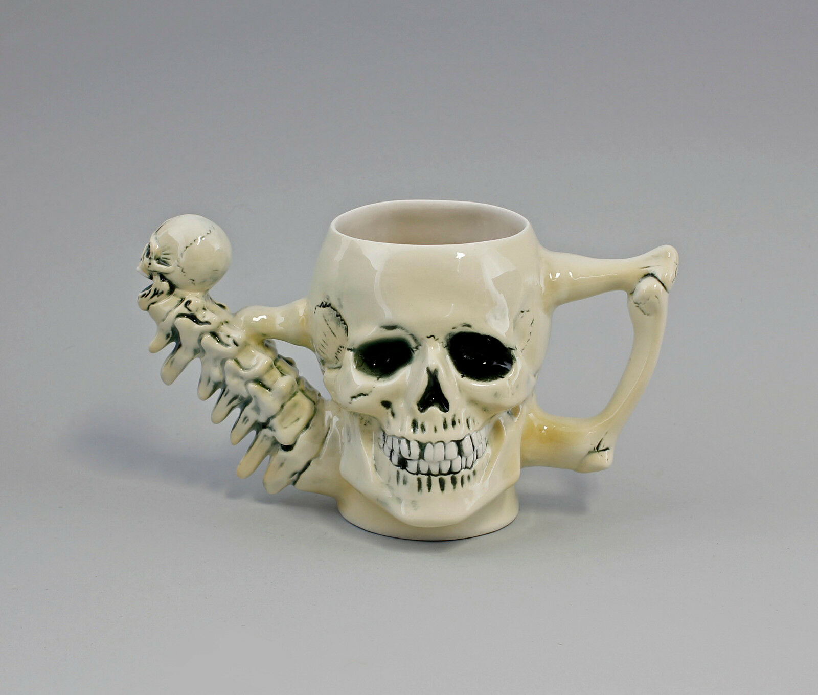 9941877 Porzellan Gießkanne Skelett Totenschädel Ens L 22 cm H 13 cm