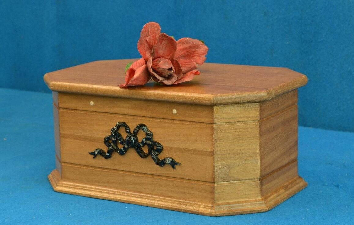 Coffin for pets in solid oak medium and small Dimensione coffins