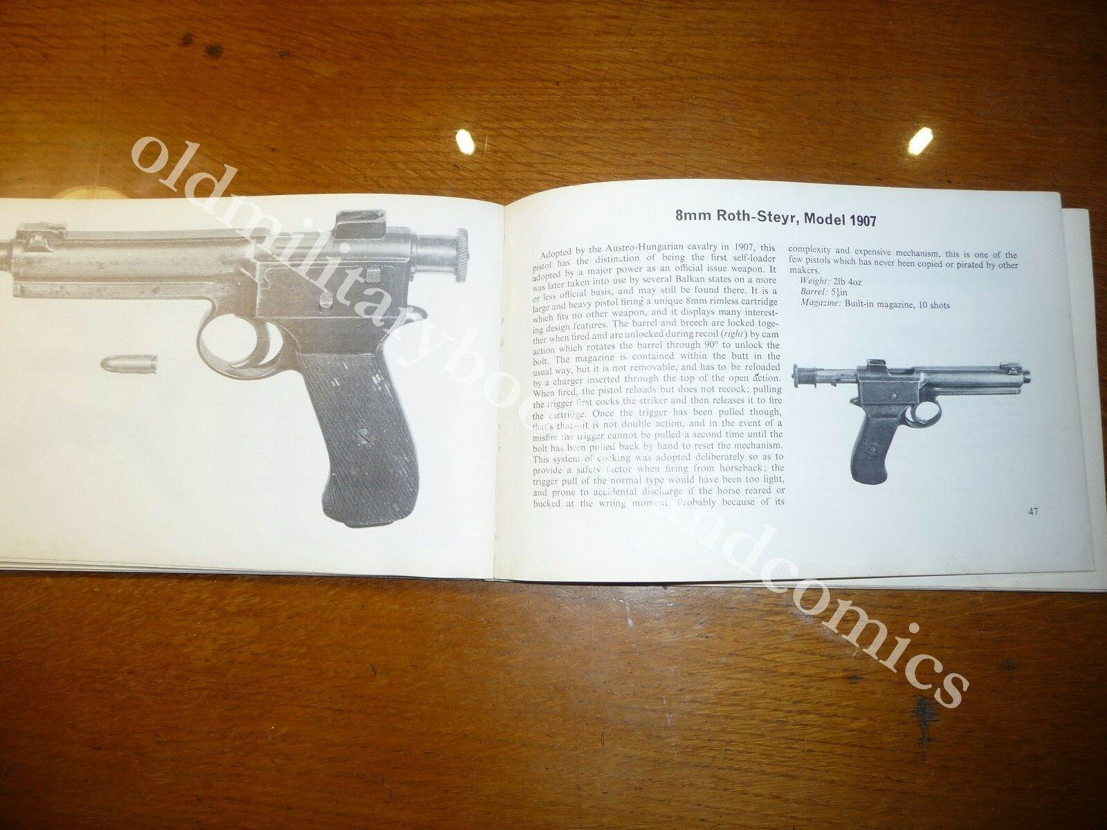 MILITARY PISTOLS AND REVOLVERS THE HANDGUNS OF THE TWO WORLD WARS I.V. HOGG