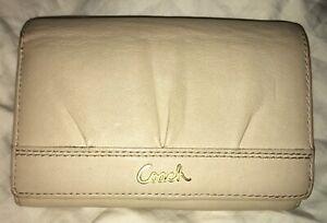 Coach-Ashley-Beige-Leather-Bifold-Pleated-Vintage-Medium-Size-Wallet-Clutch