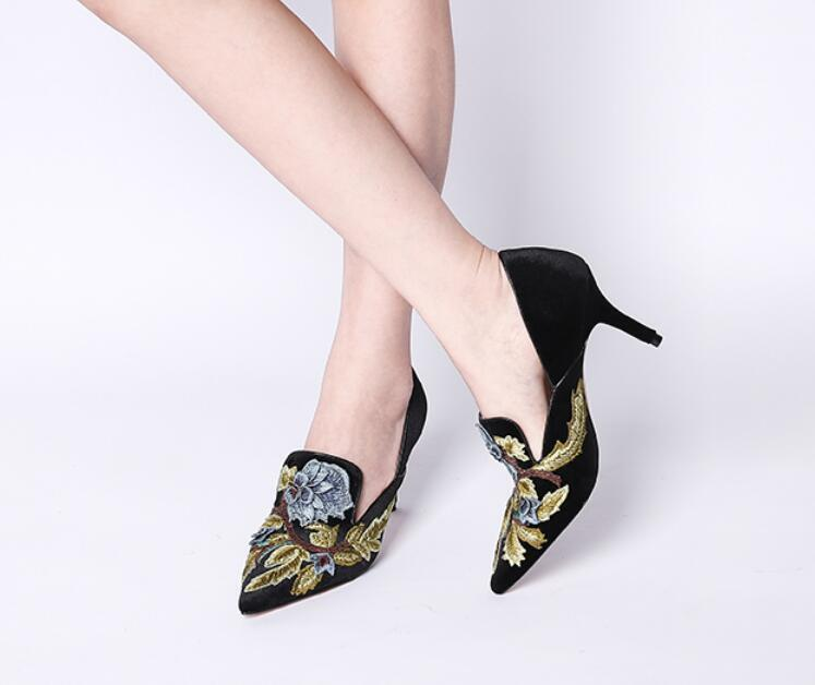femmes Retro Embroidery Floral Pointy Toe Kitten Heels Slip on Court chaussures Pumps