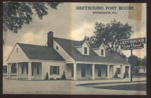 Postcard EFFINGHAM,IllinoisIL Greyhound Bus Post House Exterior view 1930's