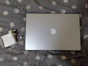 Apple-Macbook-Pro-Silver-15-inch-Dual-Core-2-16-gh-processor-104-GB-HDD