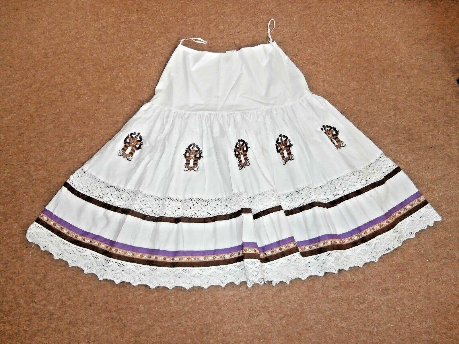 LADIES White cotton full summer skirt size 10 by blue white red