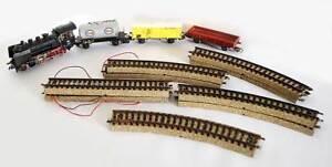 Lote-Marklin-Locomotora-y-vagones-24058-464637-598210-y-327154-con-railes