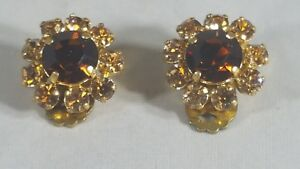 Vintage-Gold-Tone-Signed-MADE-AUSTRIA-Brown-Rhinestone-Clip-on-Earrings