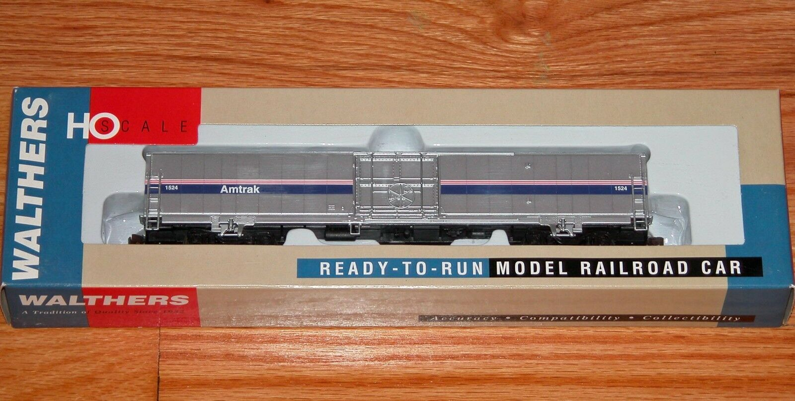 WALTHERS 932-6023 60' MATERIAL HANDLING Coche AMTRAK PHASE IV 4